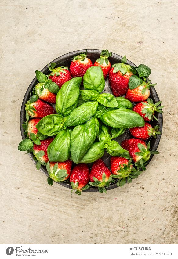 Rustic plate with strawberries and basil Food Fruit Dessert Herbs and spices Nutrition Breakfast Lunch Organic produce Vegetarian diet Diet Plate Style Design
