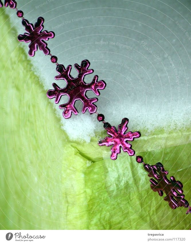 Christmas & Advent Green Winter Snow Feasts & Celebrations Pink Paper Star (Symbol) Decoration Jewellery Statue Chain Embellish December Snowflake