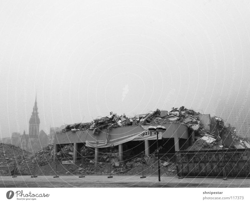The church is still standing. Leipzig Home country Modernization Dismantling Ruin Winter Chaos War Continuity Fog Bad weather Cold Destruction New start