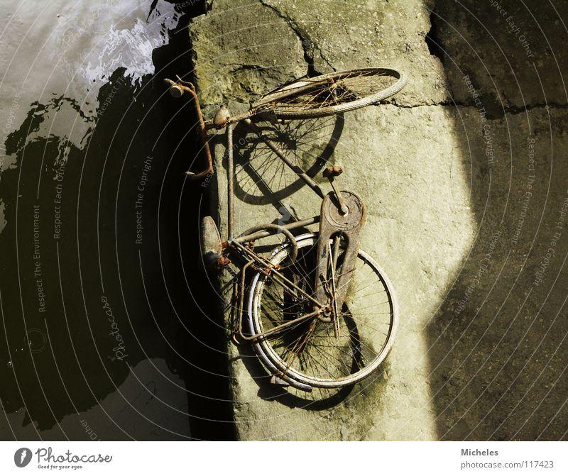 Italy Bicycle Scrap metal Leisure and hobbies River Shadow Water brick wall