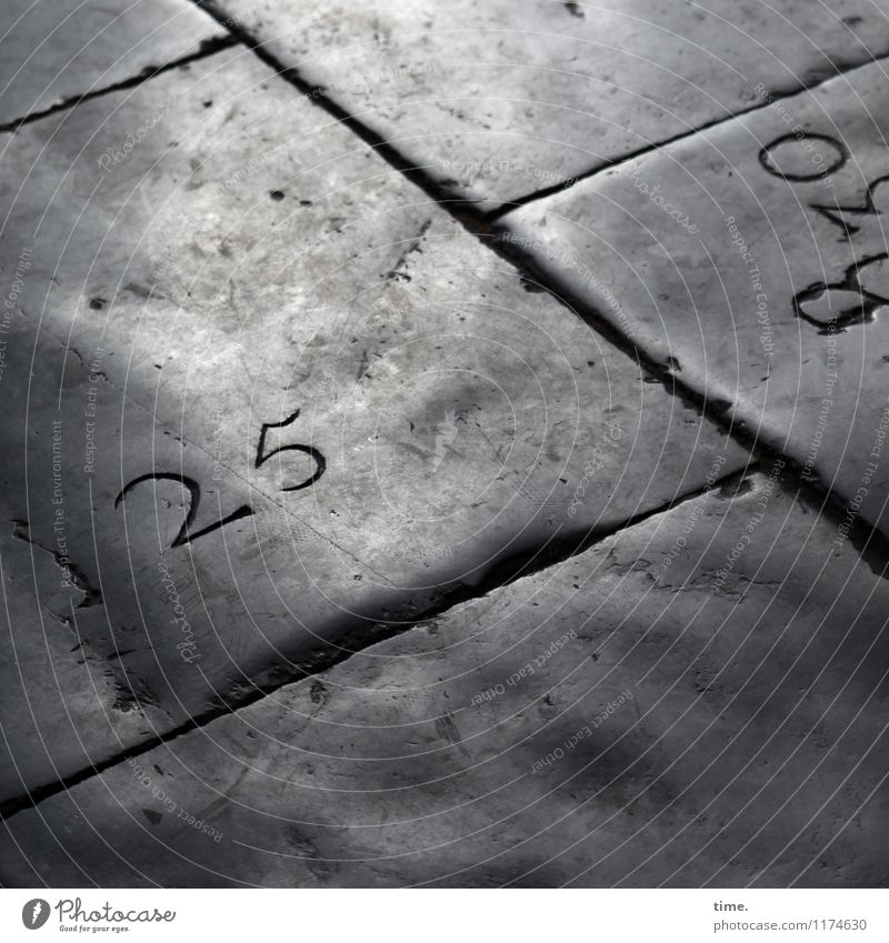 That's an inconspicuous detail. 25. Church Lanes & trails Floor covering Paving tiles Tombstone Seam Stone Digits and numbers Line Old Authentic Dark