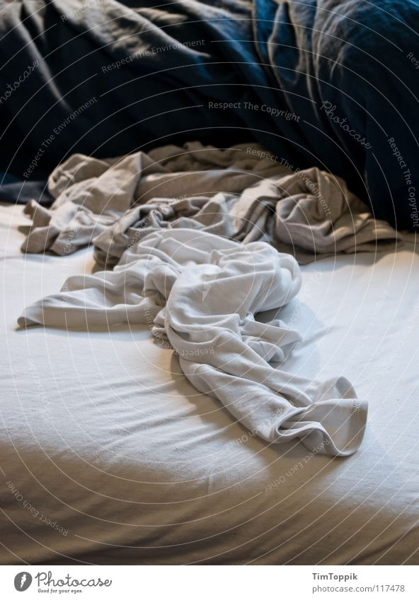 Sleep Clothing T-shirt Bed Wrinkles Shirt Underwear Chaos Bedclothes Sweater Laundry Household Sheet Bedroom Domestic cat Untidy