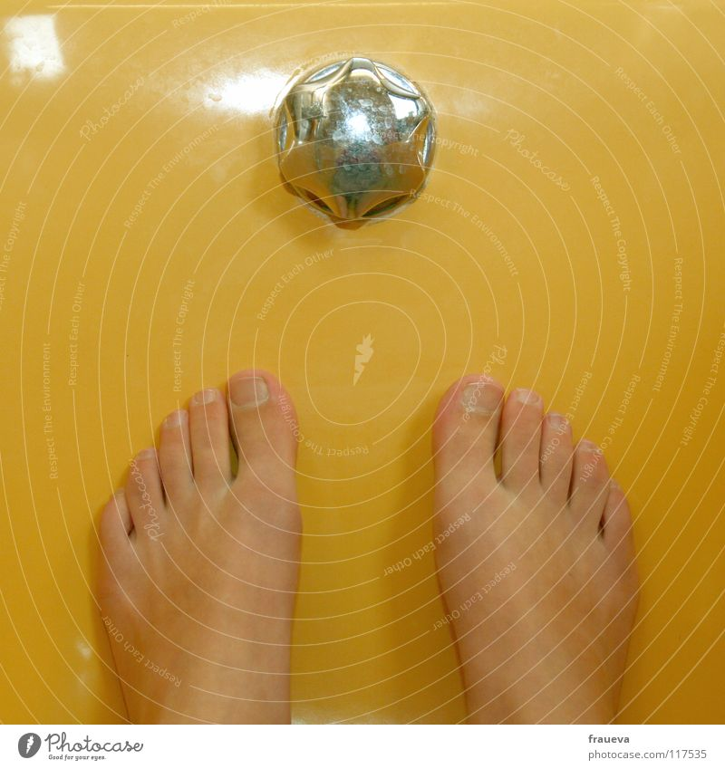 Yellow Colour Feet Living or residing Bathtub Wash Toes Partially visible Section of image Stopper Tip of the toe Fittings Foot bath High water overflow