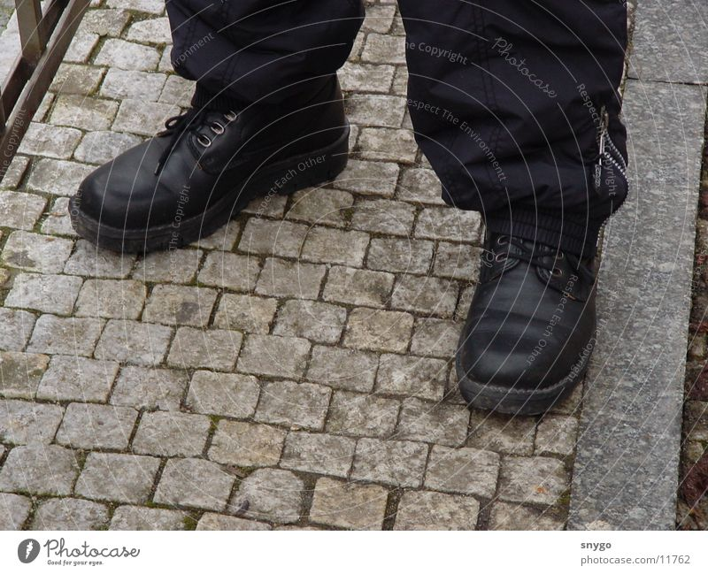 Man Calm Footwear Cobblestones Right