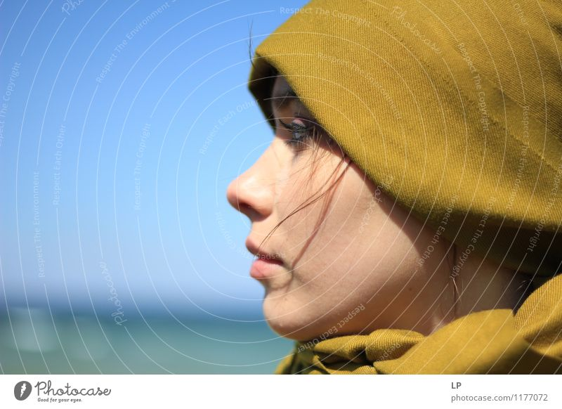 profile Feminine Young woman Youth (Young adults) Face 1 Human being Observe Think Looking Dream Wait Uniqueness Beautiful Strong Warmth Soft Blue Green