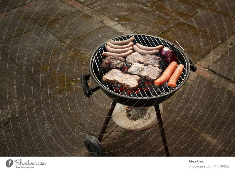 barbecue Nutrition Dinner Picnic Slow food Barbecue (event) Charcoal kettle grill Steak Small sausage Bratwurst Carrot Onion Terrace Feasts & Celebrations