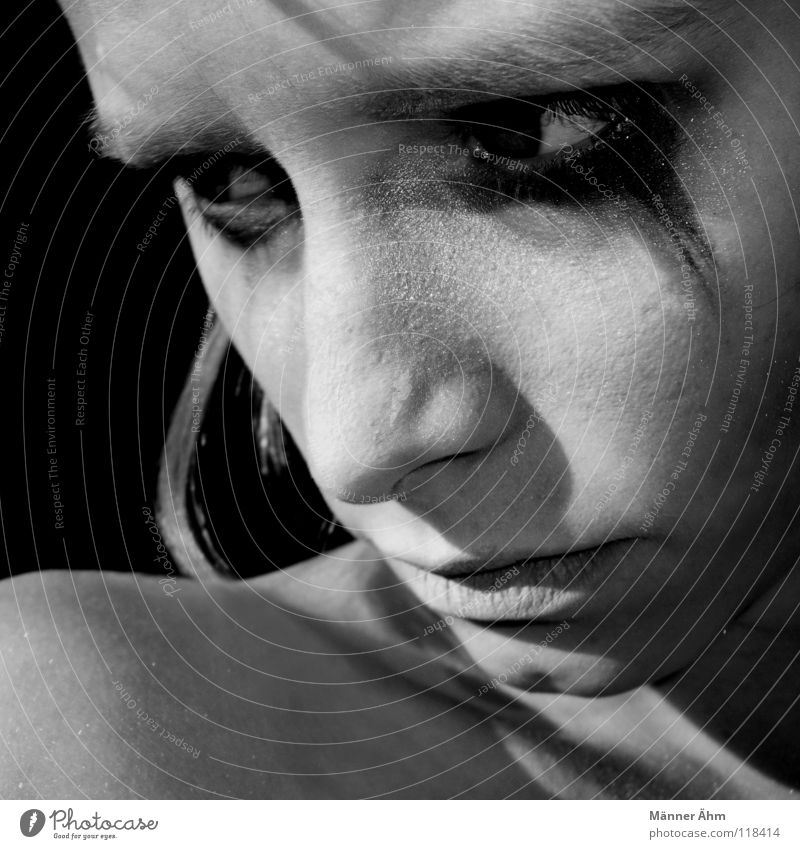 Woman Face Eyes Head Hair and hairstyles Sadness Think Going Arm Grief Fatigue Make-up Evil Shoulder Distress Know