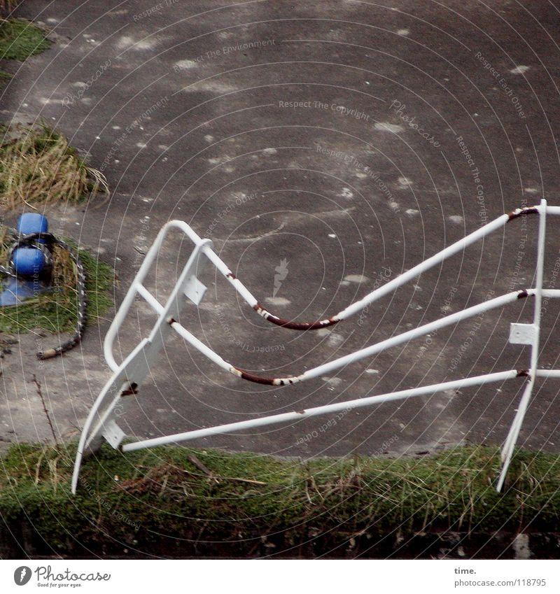 White Grass Rope Safety Broken Protection Frozen Handrail Rust Jetty Patch Tilt Mole Drop anchor Harbor city Bollard