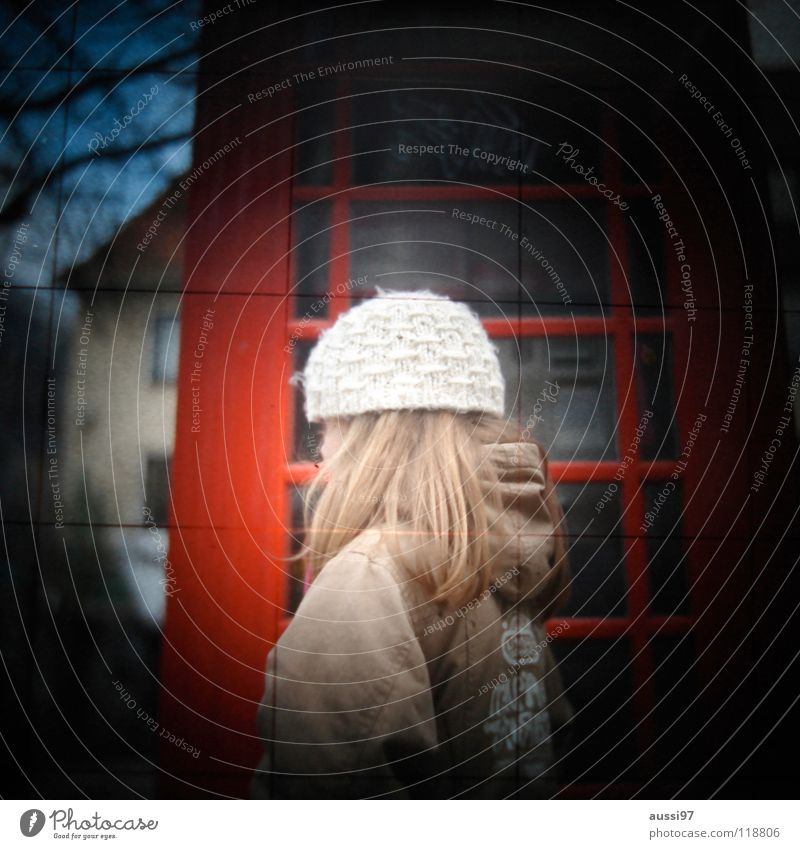 Child Girl Door Telecommunications Curiosity London England English Viewfinder Vignetting Great Britain Photographic technology Woolen hat Lightshaft Phone box