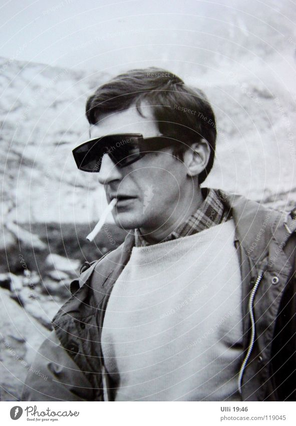 Youth (Young adults) Man Adults Mountain Style Fog Wet Photography Cool (slang) Peak Climbing Smoking Fatigue Analog Sunglasses Mountaineering