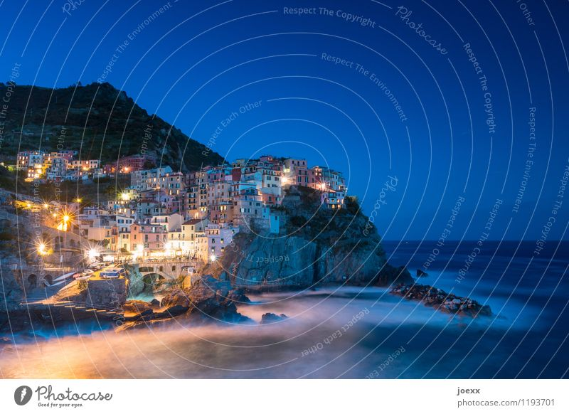 Manarola Vacation & Travel Tourism Water Sky Horizon Waves Coast Ocean Italy Village Fishing village House (Residential Structure) Harbour Tourist Attraction