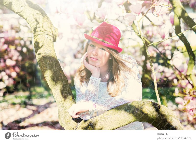 1 May II Youth (Young adults) Human being 13 - 18 years Spring Fashion T-shirt Hat Blonde Long-haired Stand Beautiful Contentment Joie de vivre (Vitality)
