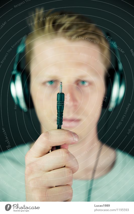 Human being Youth (Young adults) Man Young man 18 - 30 years Adults Energy industry Masculine Music Listening Steel cable Headphones Audience Musician Wired