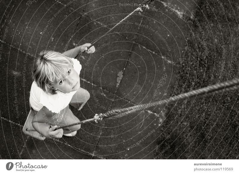 les avions en papier Swing Innocent Girl Black White Child Playing Black & white photo Looking