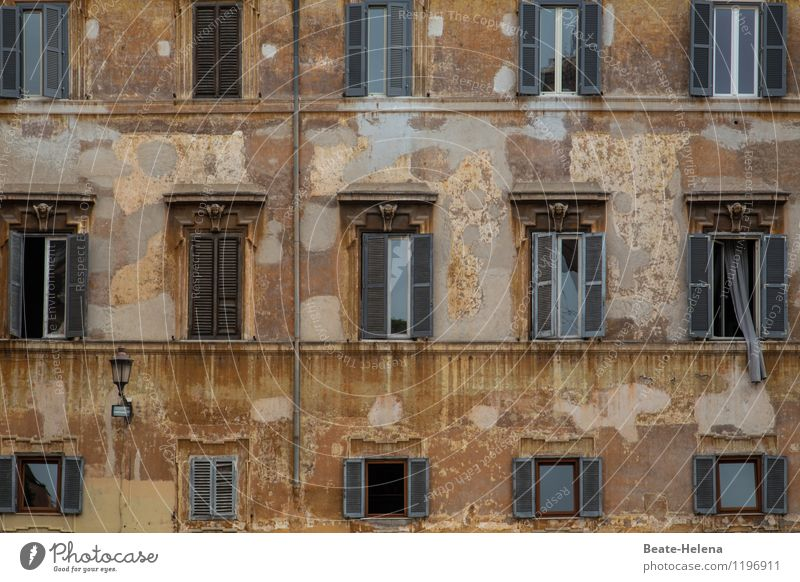 just let some air in Rome Trastevere Italy House (Residential Structure) Wall (barrier) Wall (building) Facade Window Old To hold on Faded Esthetic Exceptional