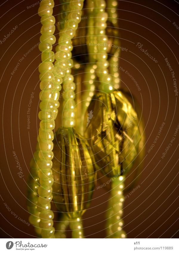 Beautiful Green Glittering Kitsch Decoration Sphere Luxury Jewellery Pearl Chain Diamond Precious stone