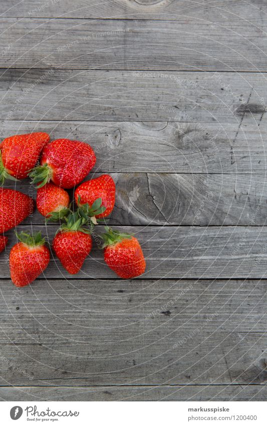 strawberries freshly picked Food Fruit Strawberry Nutrition Eating Picnic Organic produce Vegetarian diet Diet Fasting Slow food Finger food Lifestyle Healthy