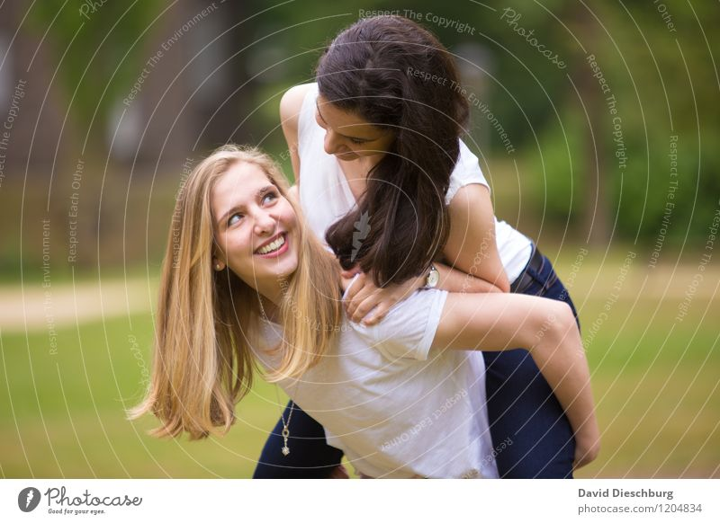 friendship Feminine Young woman Youth (Young adults) Friendship Life 2 Human being 13 - 18 years Child 18 - 30 years Adults Nature Spring Summer