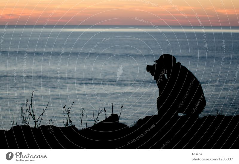 Hunting Leisure and hobbies Masculine Young man Youth (Young adults) Man Adults 1 Human being 18 - 30 years 30 - 45 years Black Water Ocean Clouds Camera
