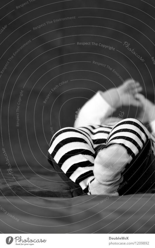 Attention, convict! Baby Toddler Infancy Body Arm Hand Legs Feet 1 Human being 0 - 12 months 1 - 3 years Movement Lie Playing Happy Natural Cute Black White Joy
