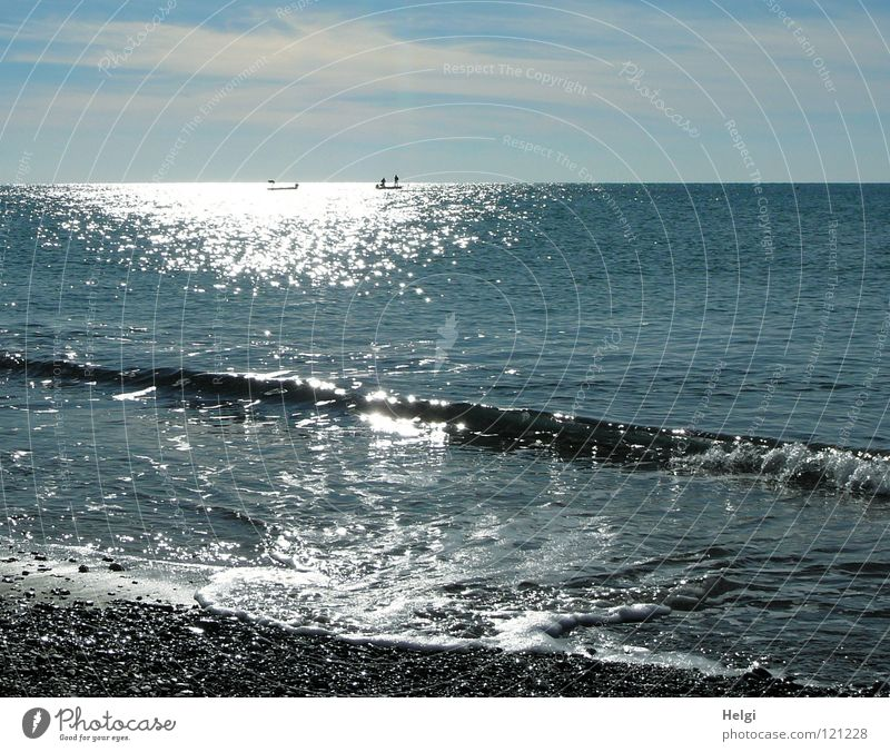 Landscape on the beach with sea, horizon, sky and sunlight Ocean Lake Sea water Waves Surf Coast Beach Pebble Movement Heartrending Foam Horizon Watercraft Dive
