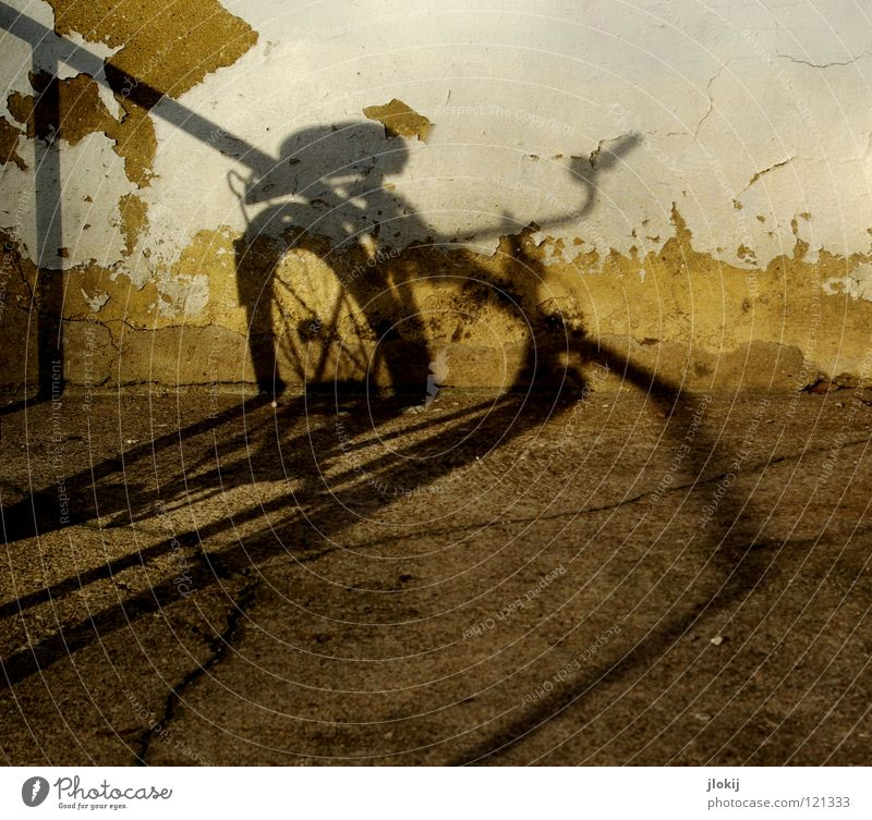 Old White City House (Residential Structure) Yellow Dark Wall (building) Stone Wall (barrier) Lanes & trails Line Bright Bicycle Dirty Concrete