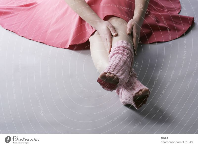 Hand Beautiful Feet Pink To hold on Pain Concentrate Wrinkles Stockings Toes Colour Guide Crossed Cuffs or leggings Tip of the toe