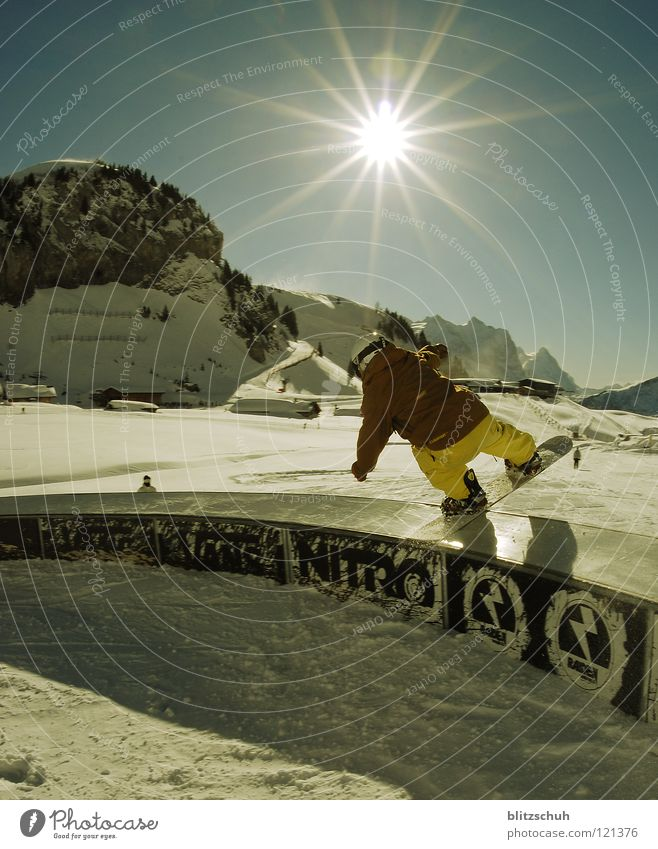 Sun Winter Life Sports Playing Mountain Park Weather Action Loudspeaker Winter sports Freestyle Sunday Funsport Snowboarding Slide
