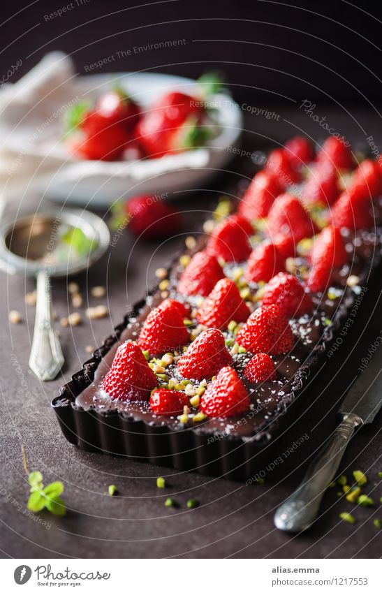 Chocolate Strawberry Tart tart Cake Baked goods Fruit Red To enjoy Dessert Dish Eating Food photograph Dark Sweet Delicious Summer Calorie Mint Nut Decoration