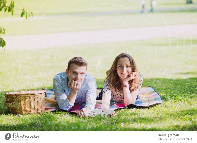 Picnic in the park Lifestyle Harmonious Well-being Contentment Relaxation Calm Leisure and hobbies Vacation & Travel Trip Freedom Sun Feasts & Celebrations