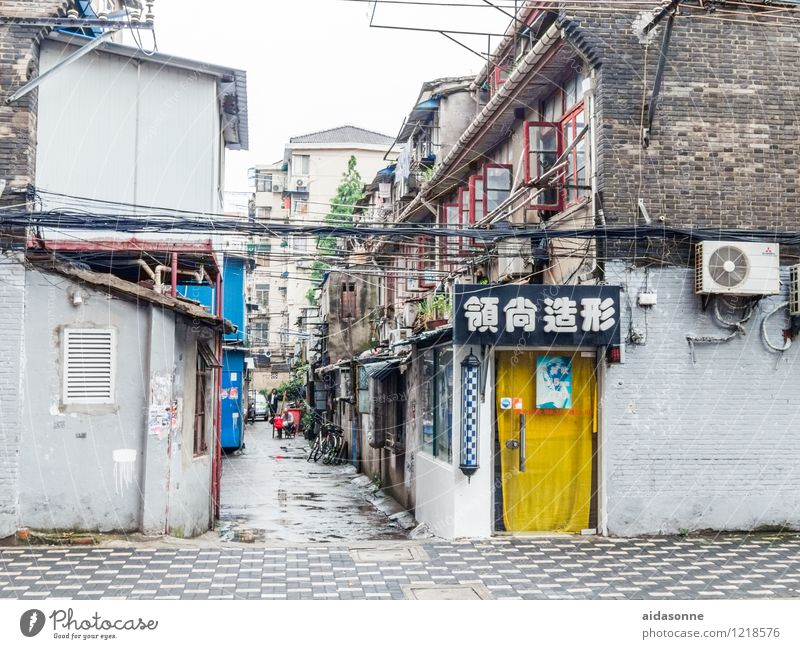 Vacation & Travel City House (Residential Structure) Wall (building) Street Lanes & trails Building Wall (barrier) Living or residing Manmade structures Hut