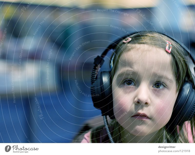 Child Girl Calm Music Level Information Concentrate Listening Past Headphones Insulation Sound Loud Private Noise Sense of hearing