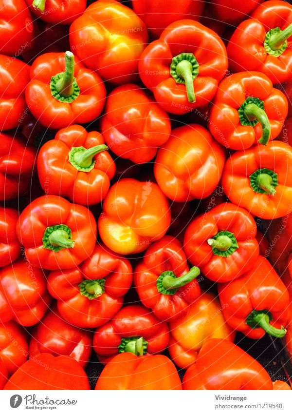 Red and green peppers Food Dairy Products Vegetable Organic produce Vegetarian diet Diet Wellness Agricultural crop Fresh Healthy Bright Natural Green Orange
