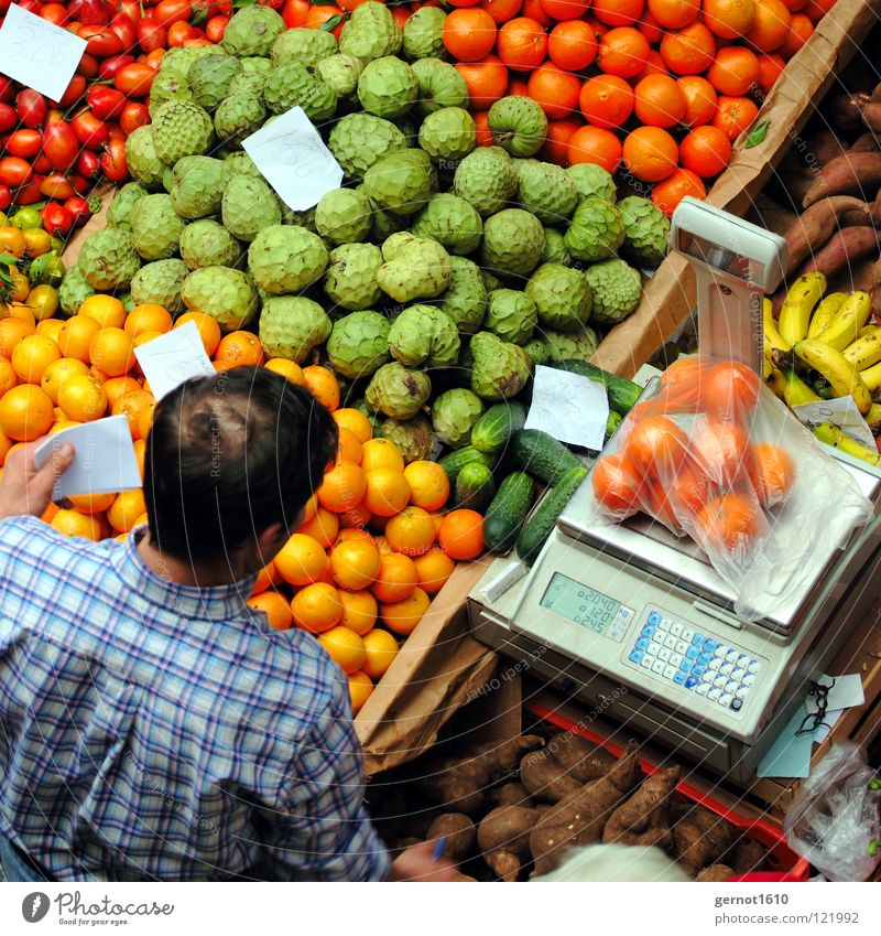 Can I get you a little more? Madeira Funchal Covered market Man Scale Weigh Sell Goods Selection Shirt Checkered Red Green Yellow Healthy Services Fruit Markets