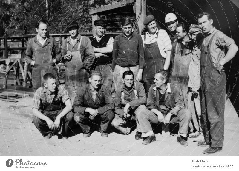 Group photo during the Malocher lunch break Work and employment Craftsperson Construction site Craft (trade) Business Human being Masculine Man Adults Old