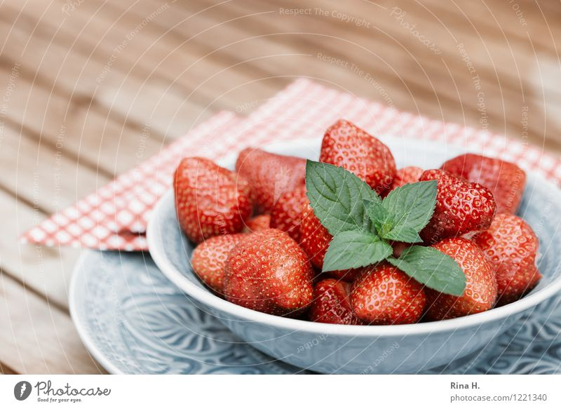 Delicious Strawberries IV Fruit Organic produce Vegetarian diet Crockery Plate Bowl Fresh Healthy Sweet To enjoy Strawberry Napkin Wooden table Mint leaf