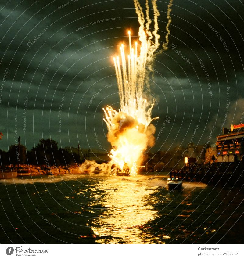 Water Dark Park Blaze Fire USA New Year's Eve Firecracker Americas Explosion Florida Stunt Rocket flare