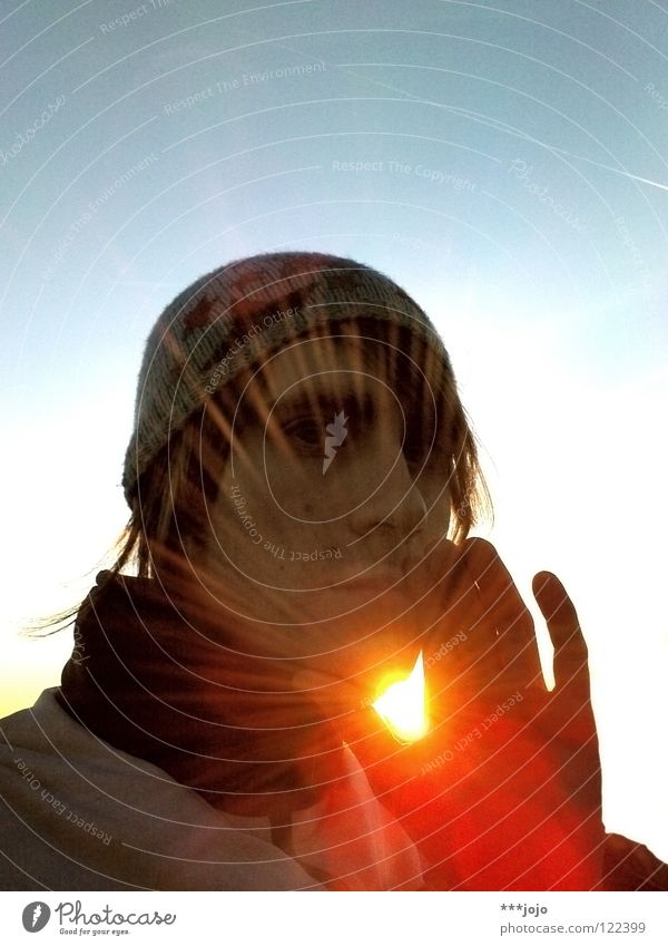 friends of the sun. Man Hand Cap Sunbeam Sunlight Back-light Physics Self portrait Gesture Dazzle Fingers Portrait photograph Censer Carrot Youth (Young adults)