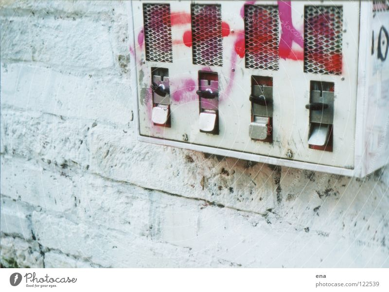 o an automat Wall (building) White Vending machine Playing Varnished Town Wall (barrier) Mailbox Toys Rotate Discover Surprise Pink Graffiti Mural painting