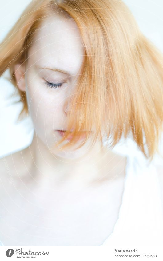 The wind, the wind, the heavenly child Human being Feminine Young woman Youth (Young adults) 1 18 - 30 years Adults Red-haired Long-haired To enjoy Dream