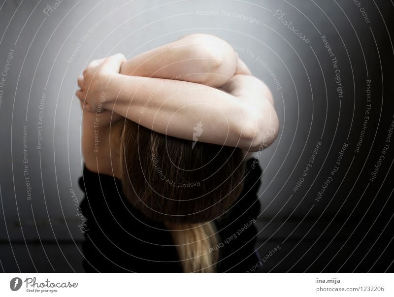 Human being Woman Child Youth (Young adults) Young woman Loneliness 18 - 30 years Black Adults Life Sadness Feminine Death 13 - 18 years Protection Grief