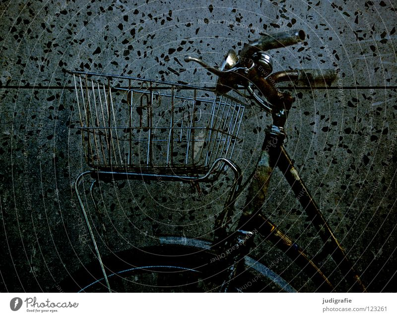 Old Colour Dark Wall (building) Playing Bicycle Wait Leisure and hobbies Driving Stand Parking Frame Basket Chrome Brakes Bicycle handlebars
