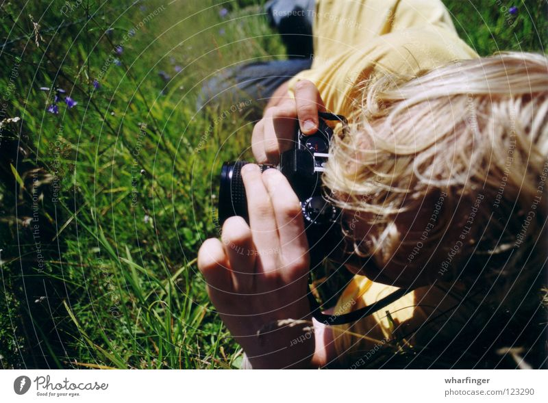 Hand Green Summer Black Yellow Grass Leisure and hobbies Photography Lie Camera Sweden Take a photo Gaudy Sösdala