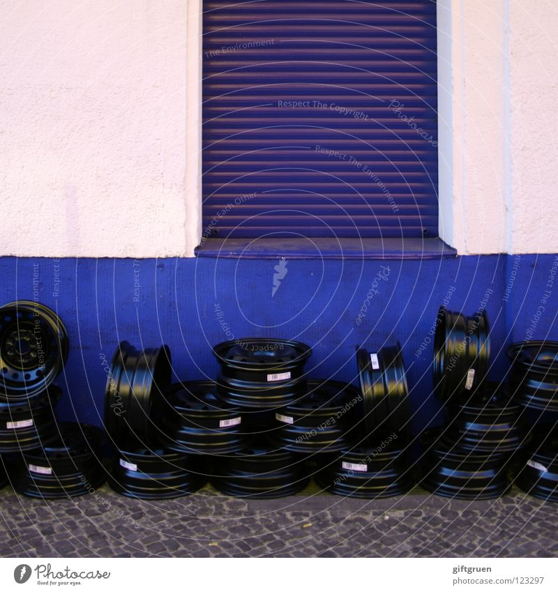tyre change Wheel rim Motoring Vehicle Repair Workshop Facade Window Roller shutter Stack Heap Black Craft (trade) Transport car rim Car agglomerated lie around