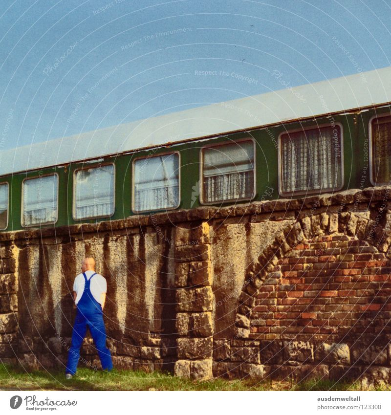 Man Sky Street Meadow Window Wall (barrier) Railroad Leisure and hobbies Analog Train station Leipzig Bald or shaved head Craftsperson Urinate Scan