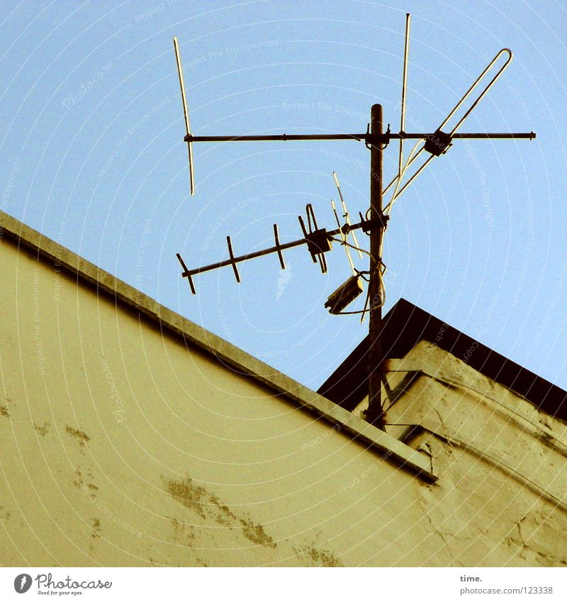 Old Wall (building) Wall (barrier) Metal Authentic Roof Wire Antenna Tin Aluminium Scrap metal Archaic Flat roof Bright background Roof antenna
