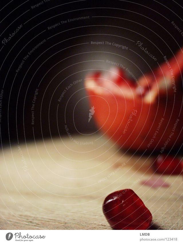 shell Garnet Ruby Red Pink Food Plant Vitamin Juice Nutrition Delicious To enjoy Fruit salad Raspberry Kernels & Pits & Stones Fruit flesh Fertile Lust Black