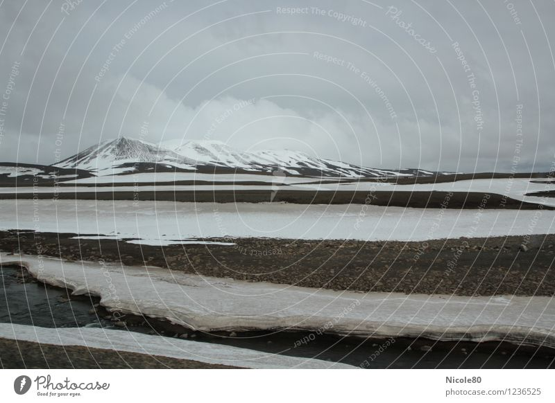 Iceland 15/5 - Möðrudalsöræfi Landscape Water Sky Storm clouds Climate Bad weather Fog Rain Snow Mountain Peak Snowcapped peak Loneliness High plain Cold