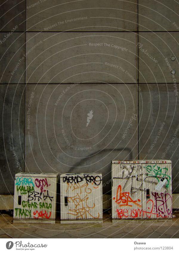 Street To talk Wall (building) Happy Gray Stone Wall (barrier) Graffiti Art 3 Electricity Multiple Box Sidewalk Jubilee