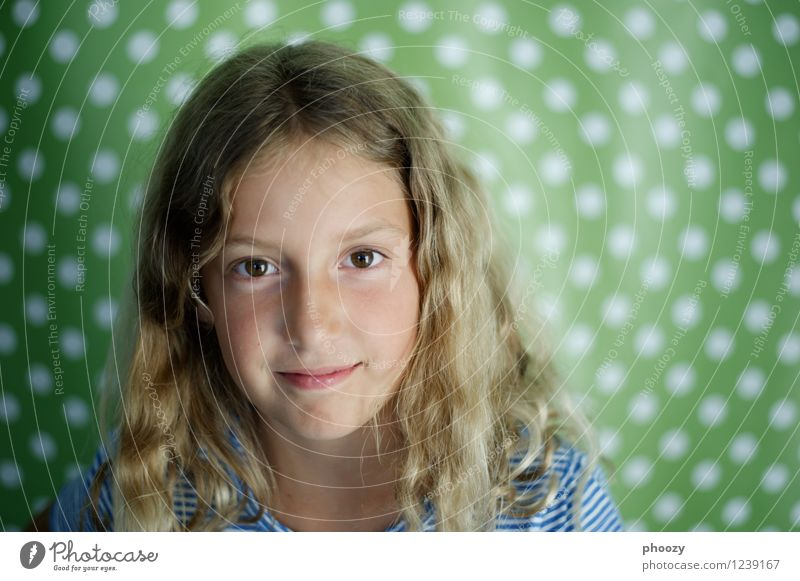 dotted 1 Parenting Feminine Girl Infancy Head Hair and hairstyles Eyes Human being 8 - 13 years Child Part Blonde Beautiful Green Contentment Colour photo
